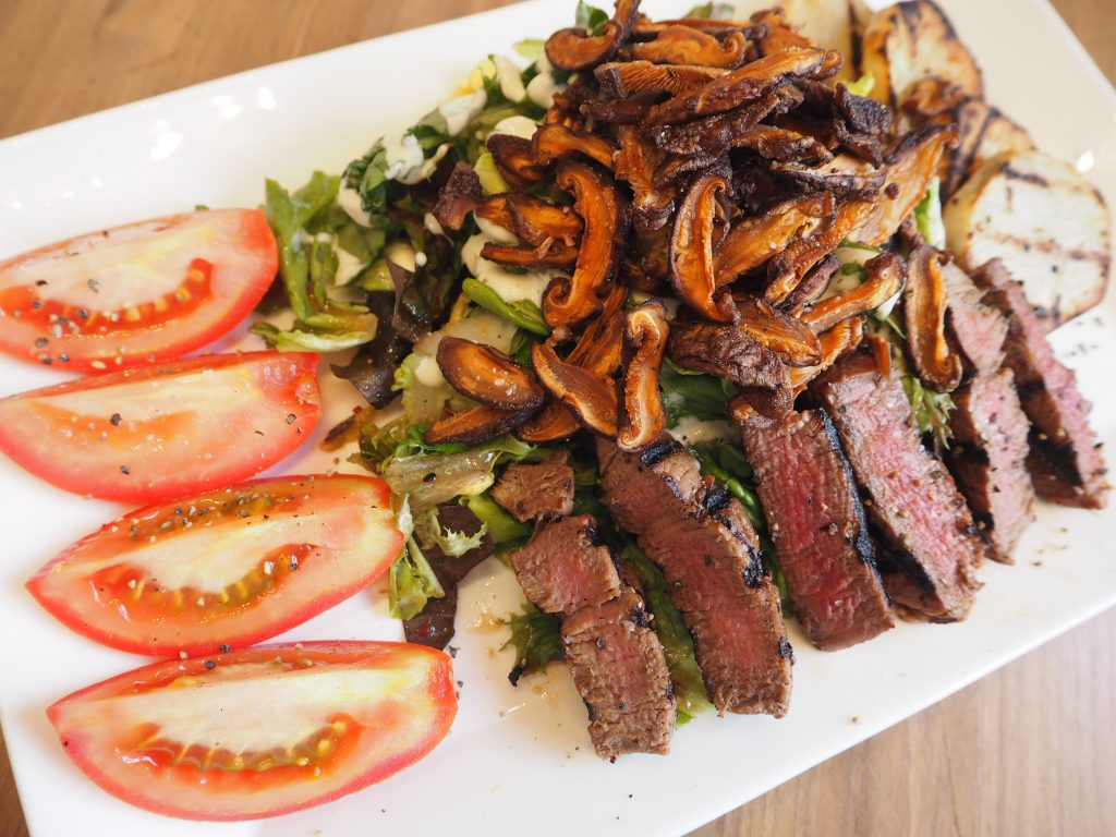 Char-Grilled Filet Mignonette Salad