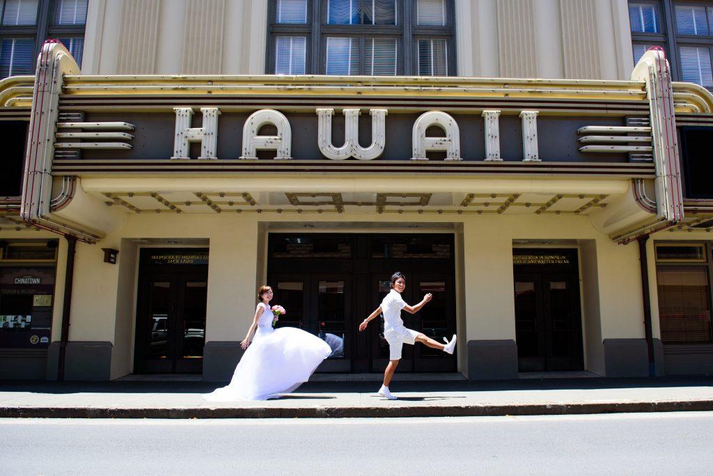 ハワイダウンタウンでフォトポーズ Photo by MARU (AFLOAT Hawaii)