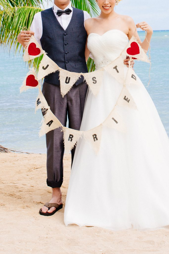 ウェディング フォトプロップス JUST MARRIED Photo by Chrissy (AFLOAT Hawaii)