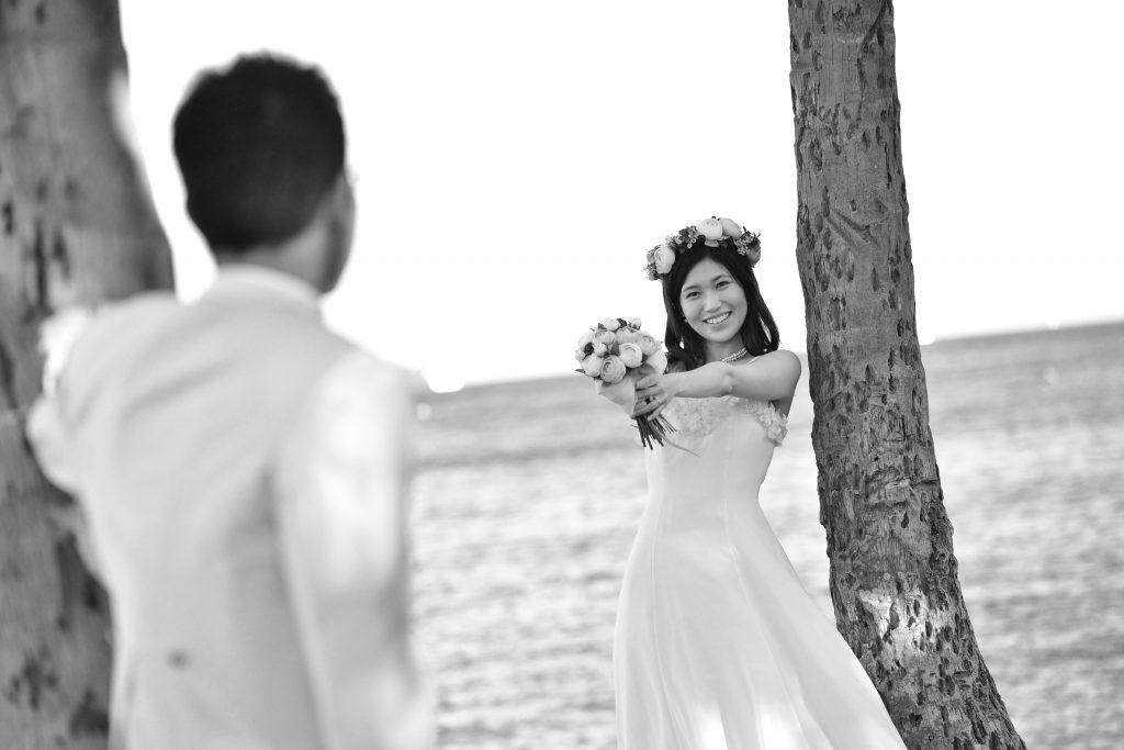 ハワイカメラマンMARU 花嫁とビーチ Photo by MARU (AFLOAT Hawaii)