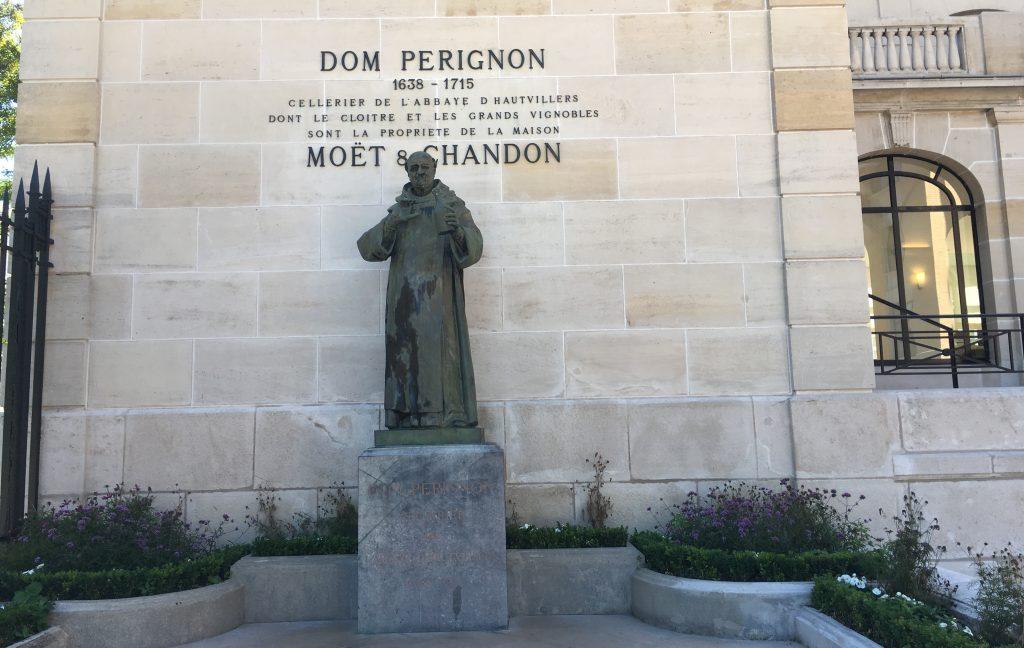 ドン・ペリニョン像