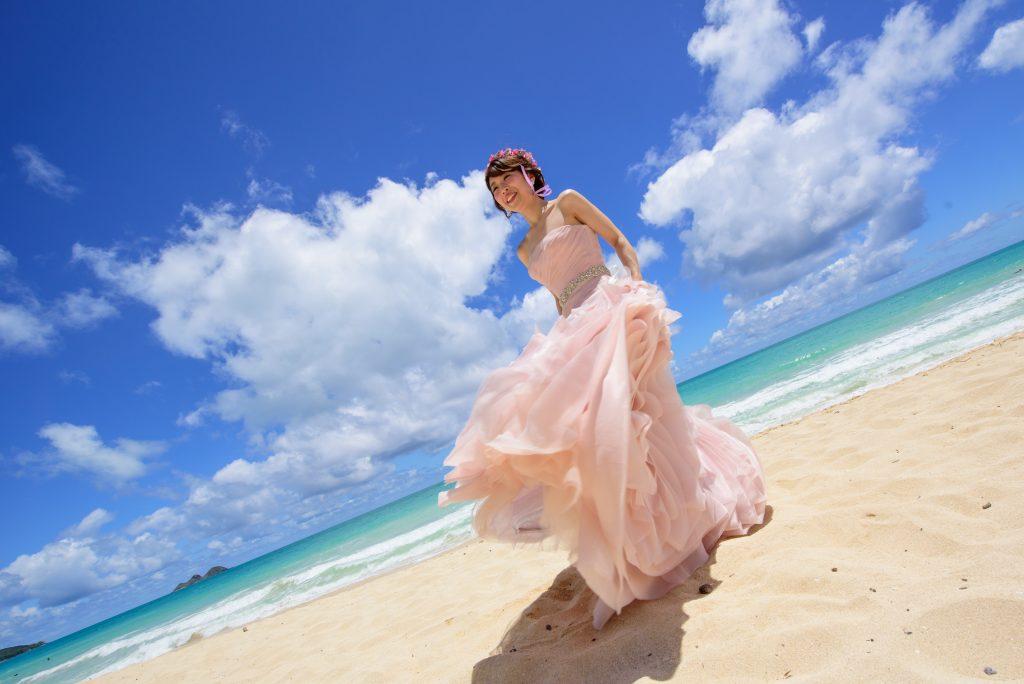 ハワイフォトツアー ウェディングドレスピンク カメラマンMARU Photo by MARU (AFLOAT Hawaii)