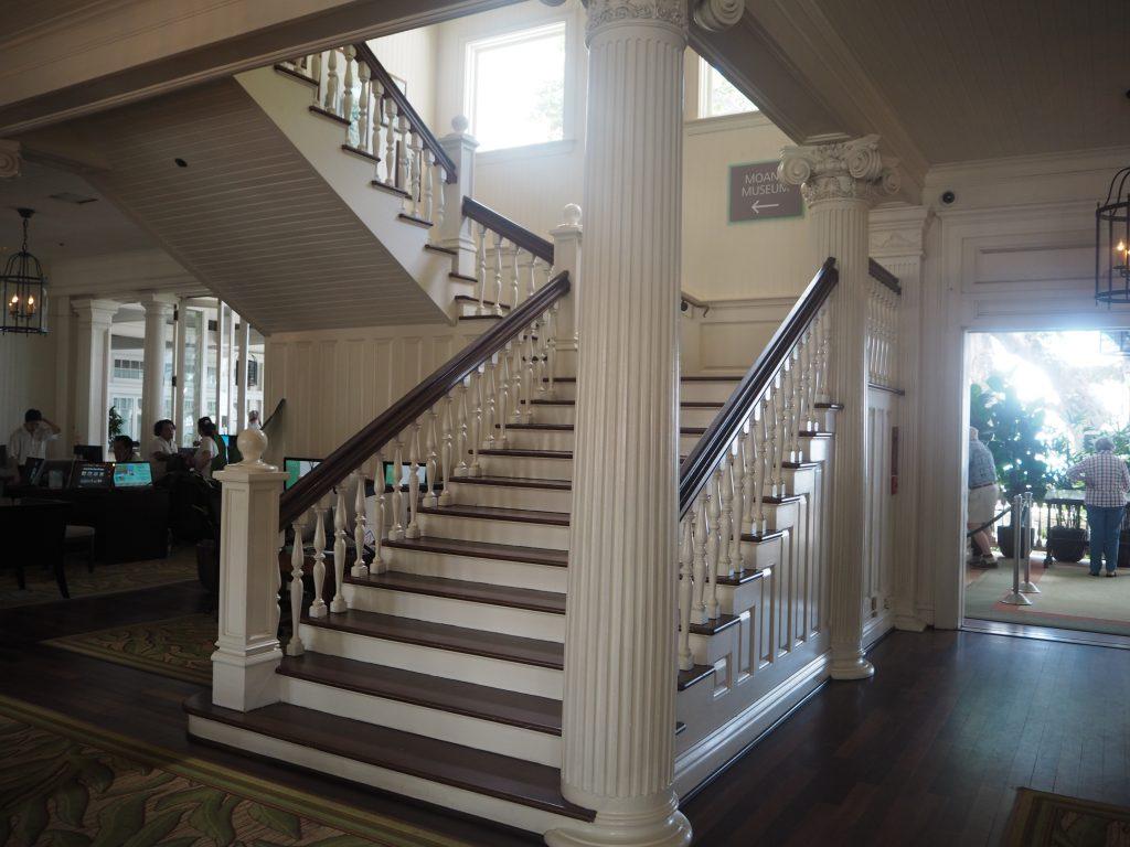モアナサーフライダーホテル ホテル内撮影 階段