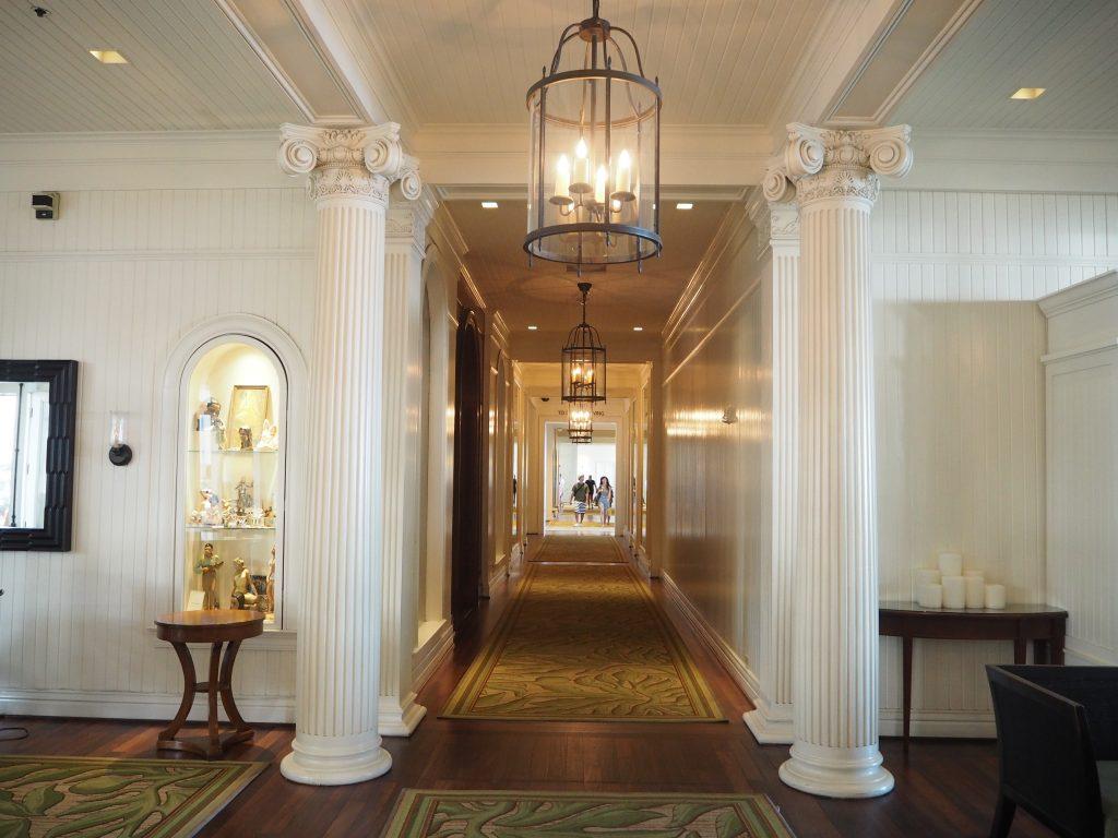 モアナサーフライダーホテル 廊下