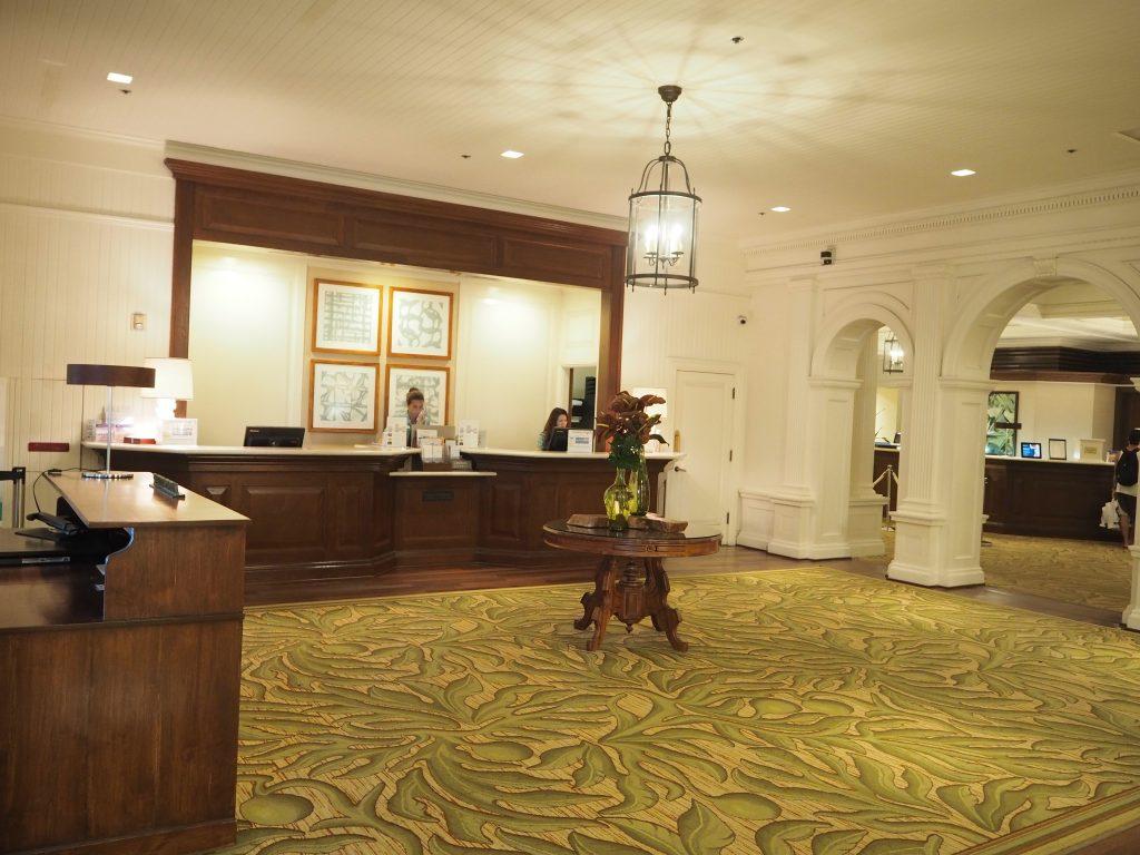 モアナサーフライダーホテル フロント