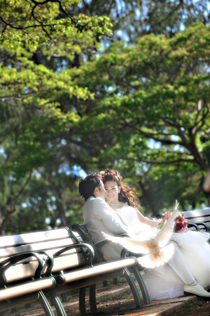 ハワイウェディングフォト ベンチ Photo by Goerge (AFLOAT Hawaii)
