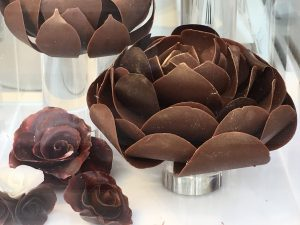 ノイハウス バラ型チョコレート