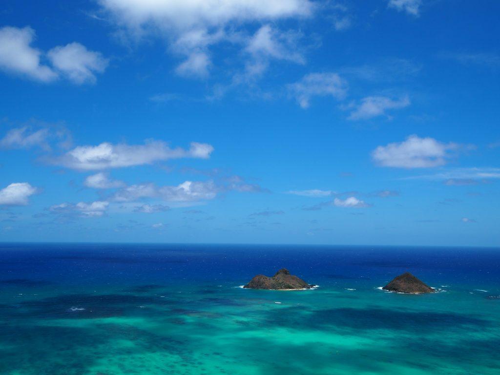 ラニカイビーチ 透き通る海と双子島