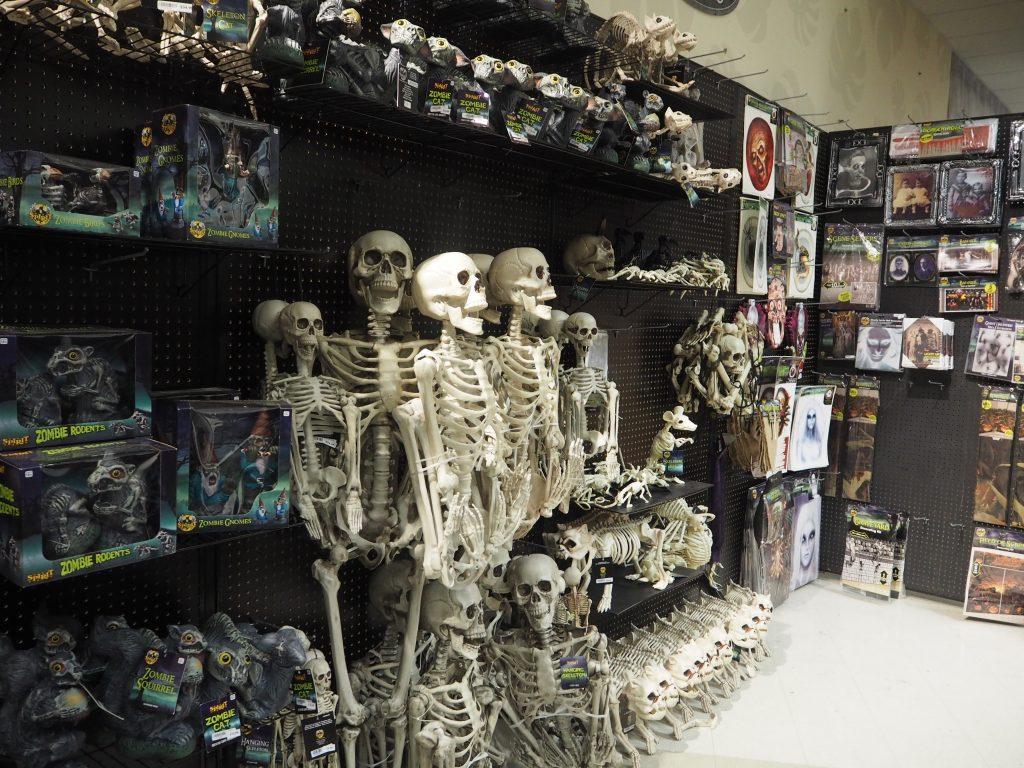 ハロウィン ハワイ 骸骨オブジェコーナー アラモアナショッピングセンター