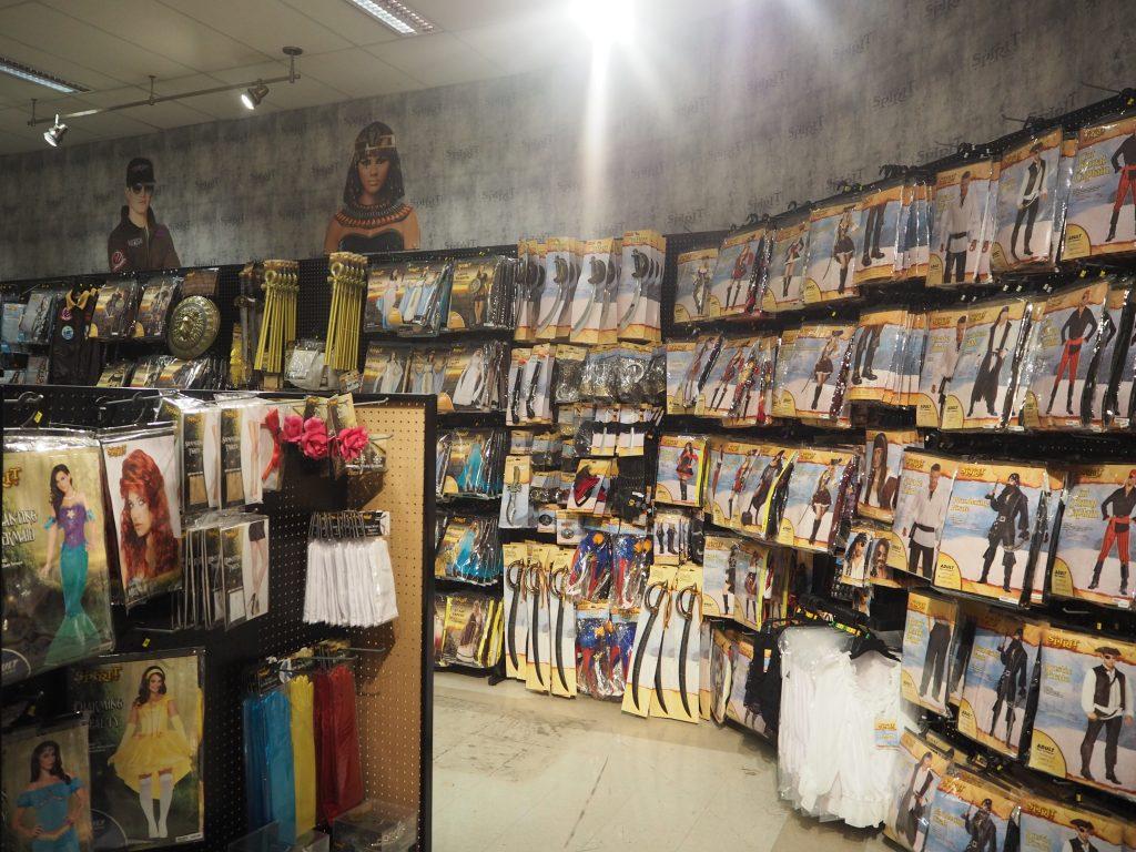 ハロウィン アラモアナショッピングセンター  海賊コスプレ 剣