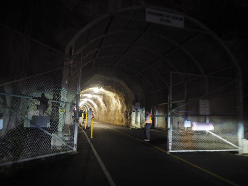 ダイアモンドヘッド 開門 トンネル