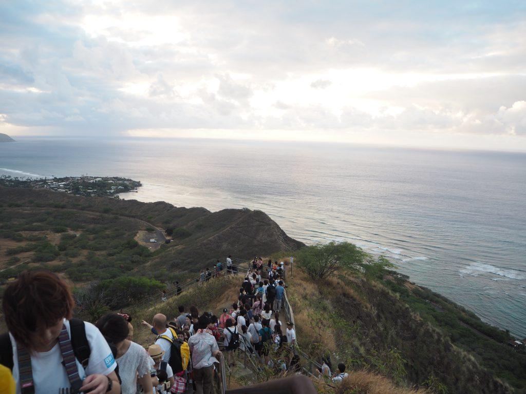 ハワイ 人気 登山 ダイアモンドヘッド
