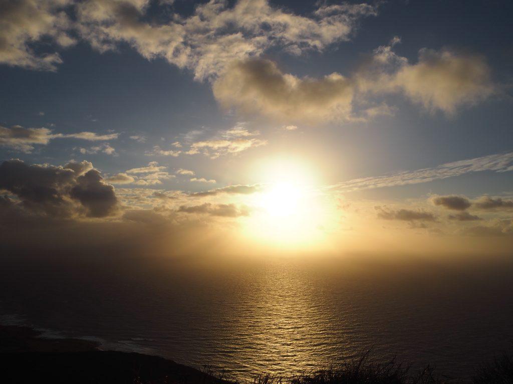 ハワイ ハイキング 日の出