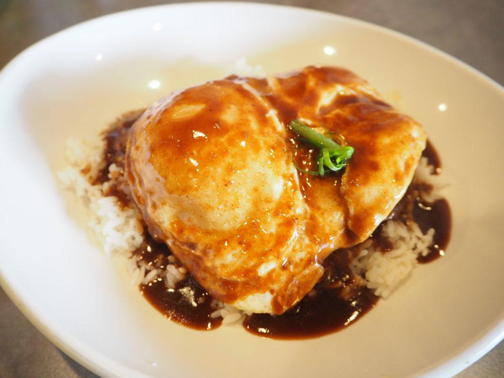 ロコモコ ハワイ朝食 モエナカフェ
