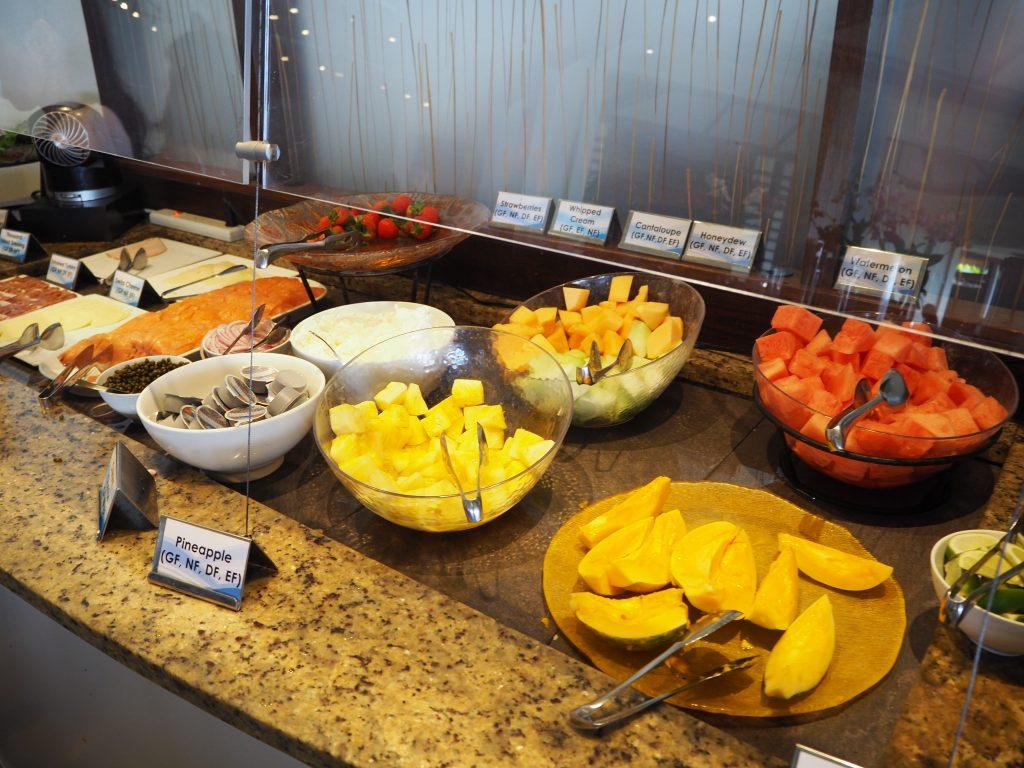 ハワイ 朝食 人気 ビュッフェ