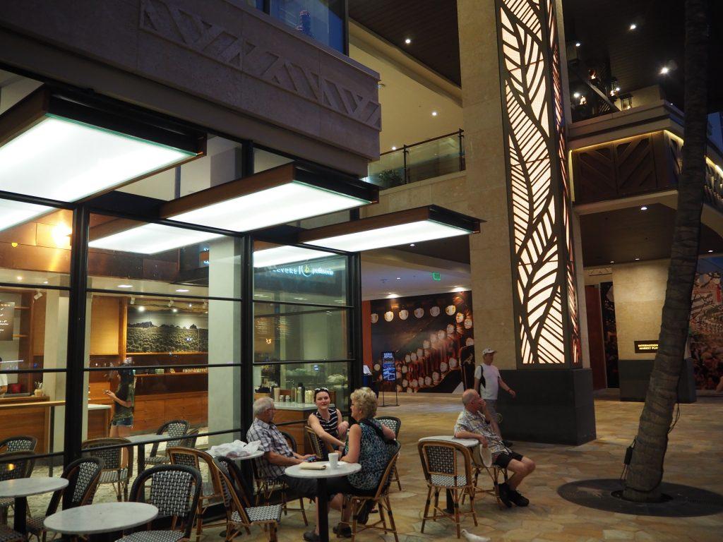 ハワイ クヒオ通り カフェ