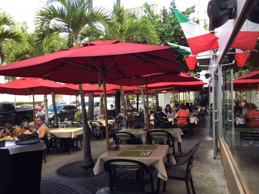 ハワイ 朝食 レストラン 人気
