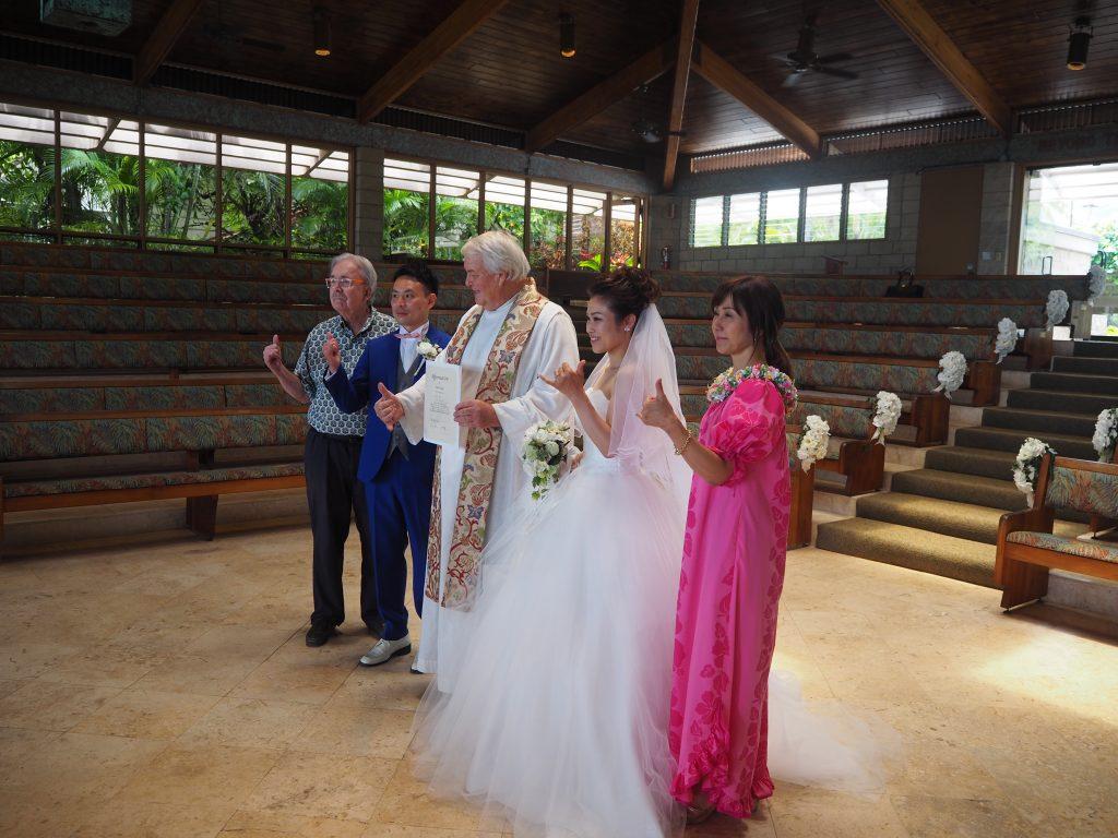 ハワイ キャルバリーバイザシー教会 記念撮影