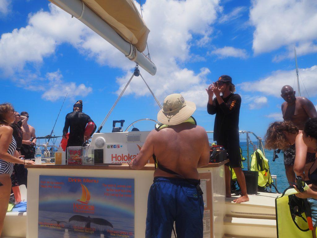 ハワイ 船 クルージング