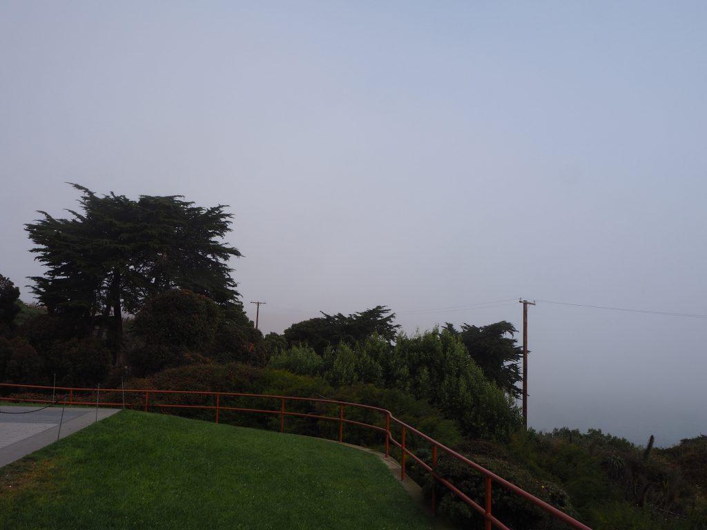 ゴールデンゲートブリッジ 霧 見えない