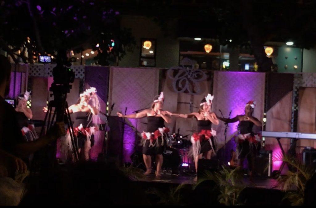 ハワイ アロハフェスティバル ワイキキ 屋台 フラダンス ハワイアンレイ
