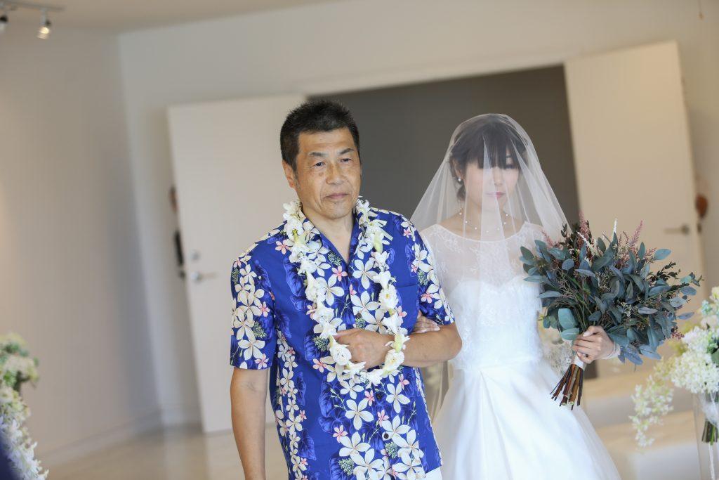 バージンロード 結婚式 涙