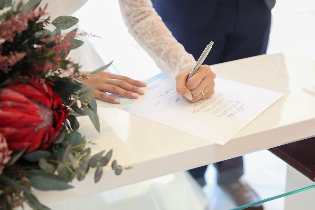 ハワイ 結婚証明書 署名