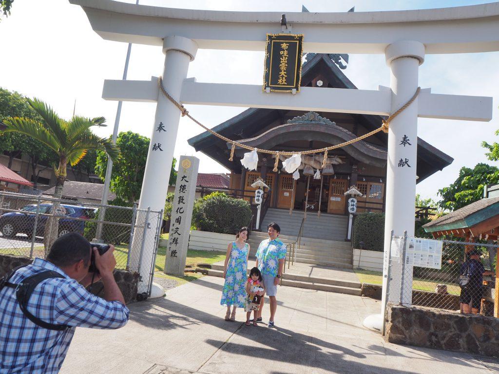 神社 ハワイ 家族写真