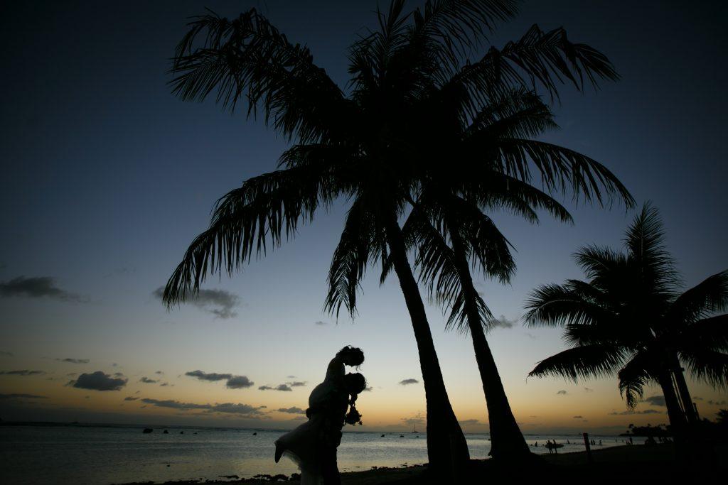 ハワイ フォトウェディング サンセット シルエット写真