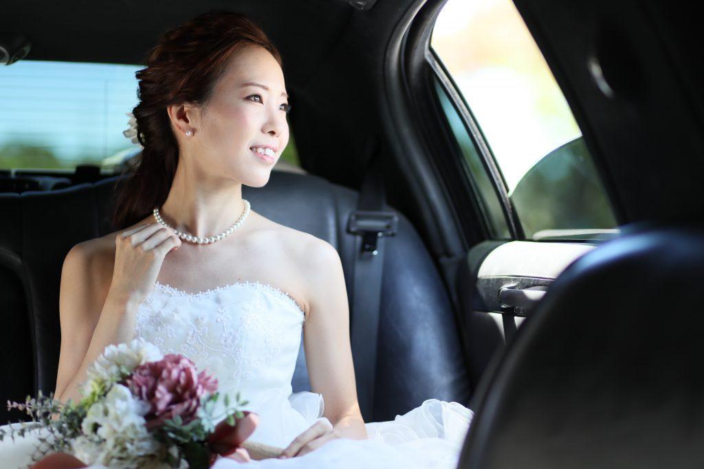 ハワイフォトツアー 高級リムジンでお洒落な花嫁ショット